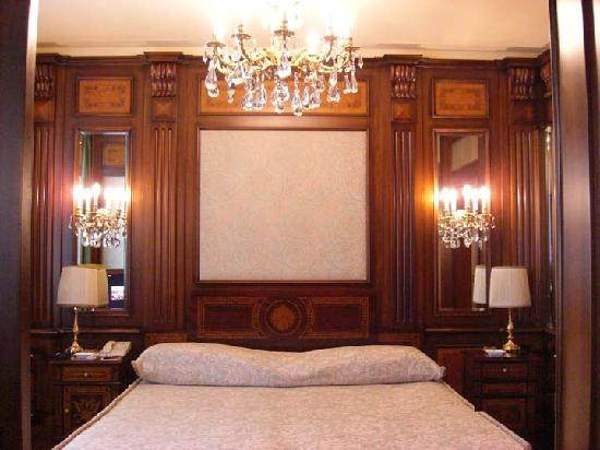 Huge beds with lots of wood panelling and crystal lamps picture hotel principe di savoia huge beds with lots of wood panelling and crystal lamps aloadofball Gallery