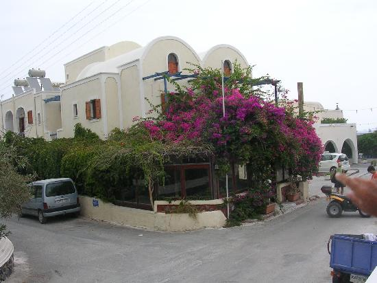 Camille Stephani Apartments : lato sulla strada
