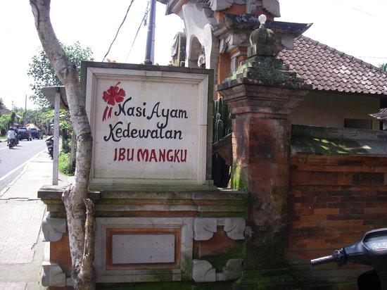 Nasi Ayam Ibu Mangku: お店の看板