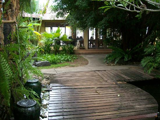 Sunset Beach Resort: Pathway From Rooms to Beach