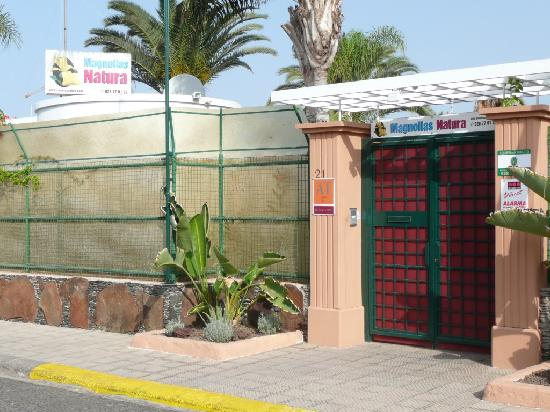 Magnolias Natura: Main Gate
