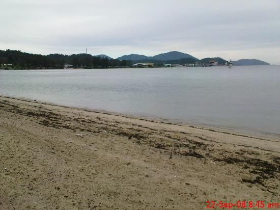 The Orient Star Resort Lumut: Dirty Beach