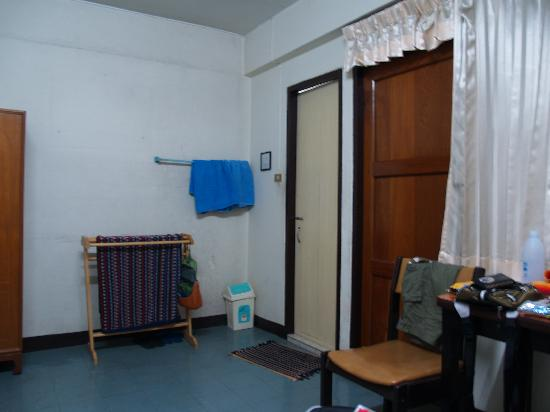 Pranee Building: shower/toilet (white door); smoking balcony (brown door)