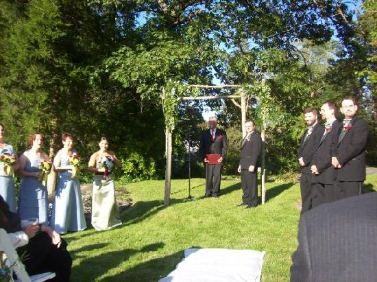 Wake Robin Inn: Ceremony on the Front Lawn