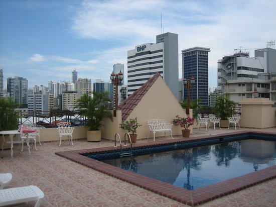 Hotel Coral Suites: Rooftop pool and view
