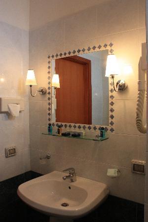 Hotel Miramare, Marinella di Selinunte, bathroom