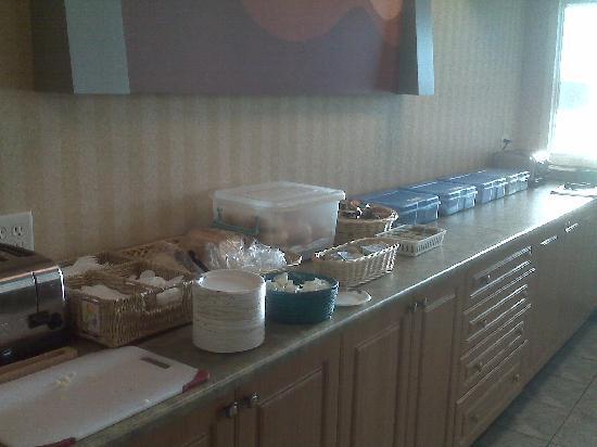 دايز إن آند كونفرنس سنتر بنتيكتون: Free breakfast area