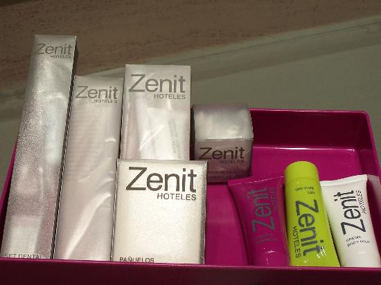 Hotel Zenit Pamplona: Bathroom Amenities