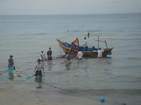 Mia Resort Mui Ne: local fishing @sailing club