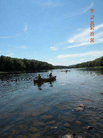 Dingmans Campground: Canoes on the Delaware