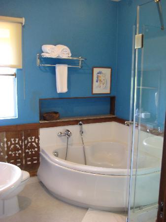 Amarela Resort: Tub