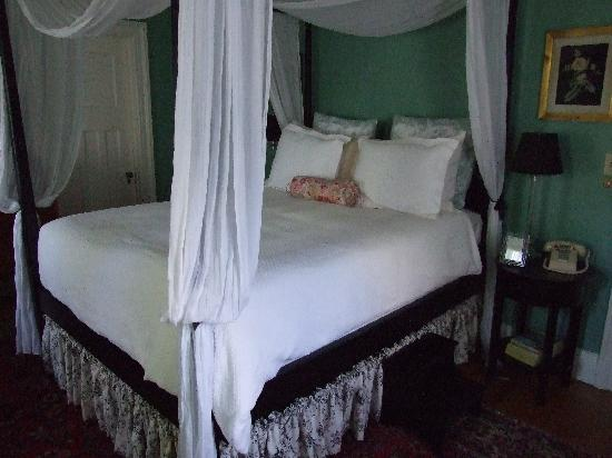 The Samuel Sewall Inn : our bed