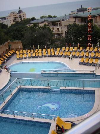 PrimaSol Sunlight Sunrise: The pools outside