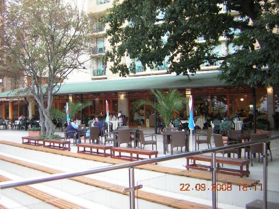 PrimaSol Sunlight Sunrise: Restaurant view