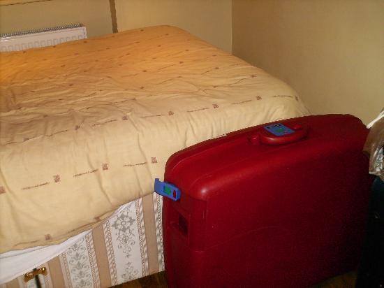 Excelsior Hotel London: dimensioni della stanza rapportate alla valigia