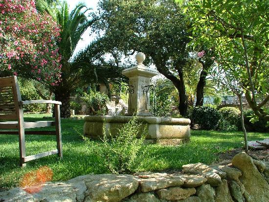 A Cheda: le jardin et sa fontaine