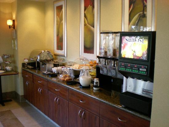 Comfort Suites Vacaville: Hotel free breakfast