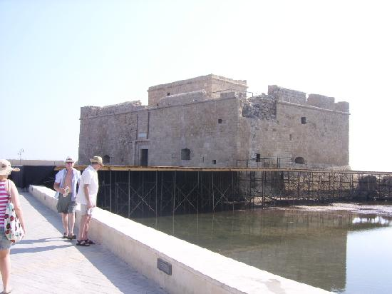 Paphos Gardens Holiday Resort: Papos castle