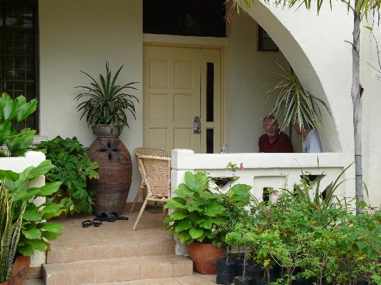Sarang Galloway Bed & Breakfast: The front porch. We enjoyed white coffee while getting ready for the day