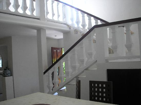 Tropical Escape Hotel: Stairs Inside House