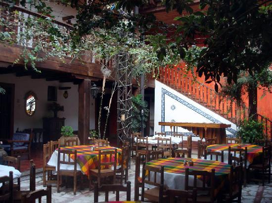Hotel Posada San Cristobal: Restaurante en el patio central del hotel