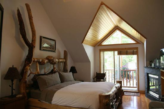 Beaujolais Boutique B&B at Thea's House: An amazing bed!
