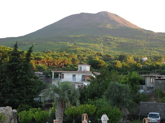 Palazzo Rosenthal: Vesuvio. The  view from the hotel.
