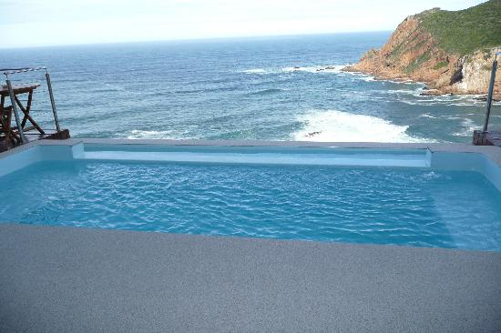 Head Over Hills: infinity pool