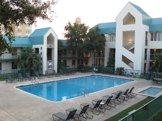 Best Western Seaway Inn: Courtyard with pool