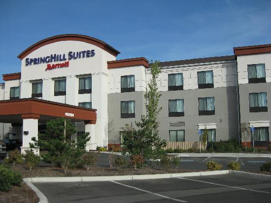 SpringHill Suites Medford: OUtside of hotel
