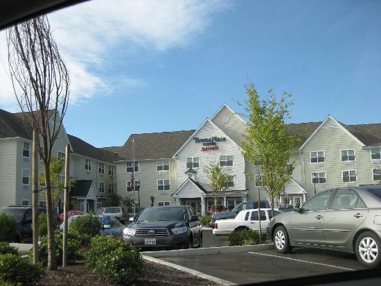 SpringHill Suites Medford: Townplace Suites in same parking lot