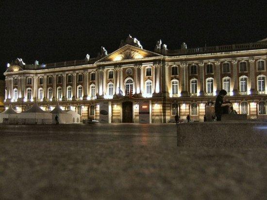 图卢兹市政厅广场