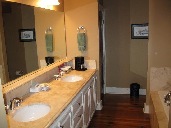 Dunleith: Bathroom