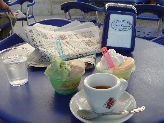 Casa Vacanze Modica Inn : Ice cream at the local cafe