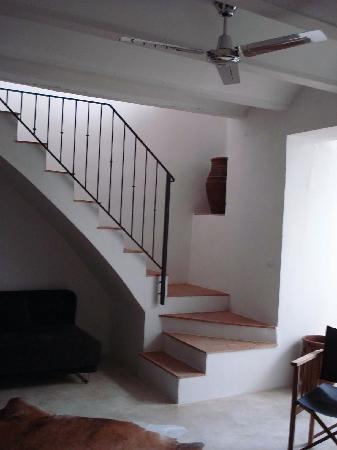 Escaleras hacia las habitaciones fotograf a de casa - Habitaciones con escaleras ...