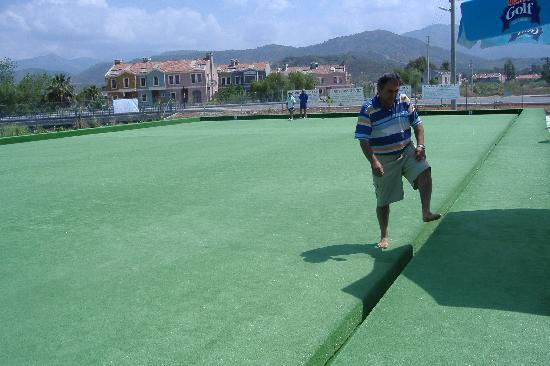 Oykun Hotel: Ibrahim and his bowling green