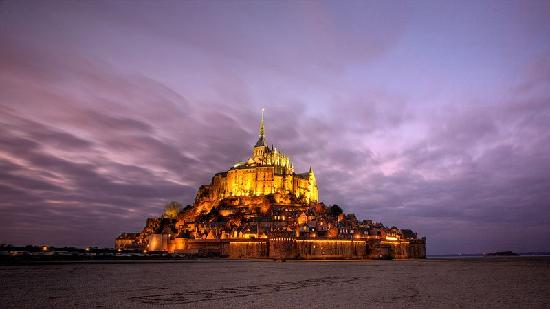 Mont-Saint-Michel, France: Coucher de soleil sur le mont saint Michel
