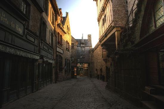 Mont-St-Michel, Francia: Les rues le matin, sans touristes