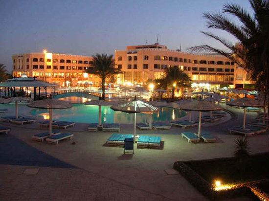 Primasol Albatros Resort: Vista notturna