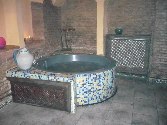 Arteaga Hostal: Bañera Baños de Elvira