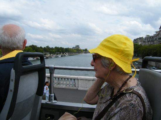 L'Open Bus Tour: Mum taking careful account of all the major sights