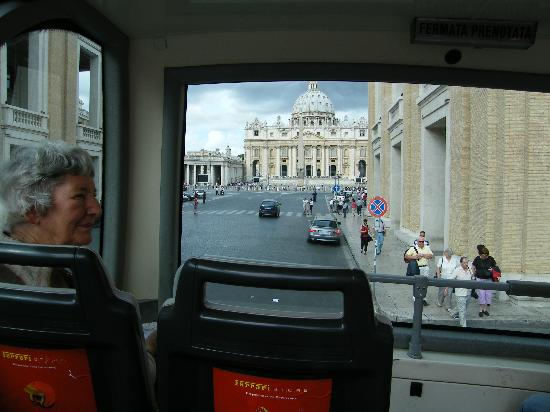 Trambus Open: View approaching St Peter's square