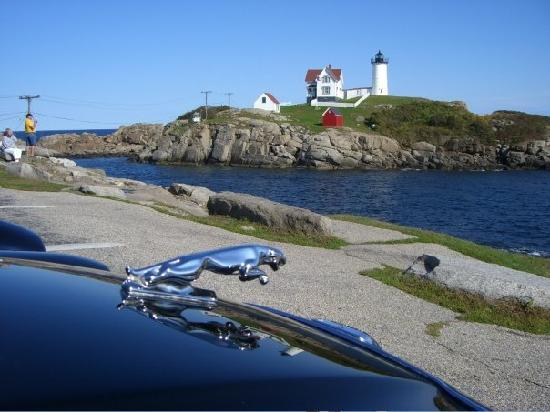 Inn at Tanglewood Hall: Snapping a photo of my car and the nearby lighthouse