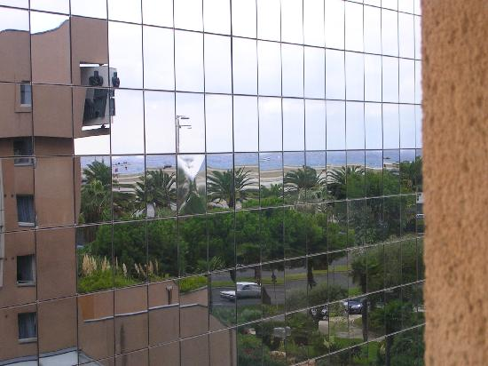 Campanile Nice - Aeroport: View from our room with sea reflected