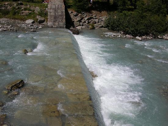 Pontresina, Switzerland: Fluss im Val Rosegg