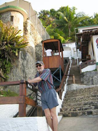 Pousada Farol do Morro: eeocarril para subir a la picina