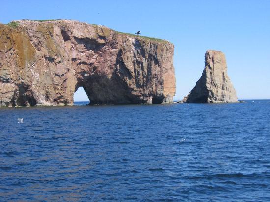 Perce Au Pic de l'Aurore: l'ile et son trou