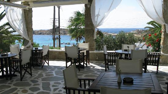 Zephyros Hotel: The breakfast patio