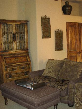 Adobe Grand Villas : Sitting area