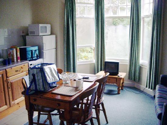 Deloraine Holiday Homes: kitchen area